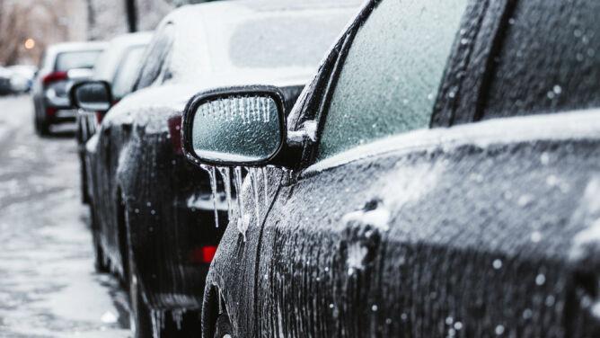Lód na drogach i chodnikach. Alarmy na południu kraju