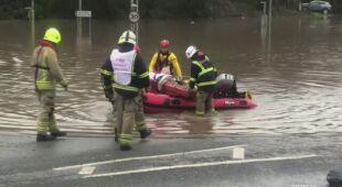 Ewakuacje z zalanych terenów w Walii